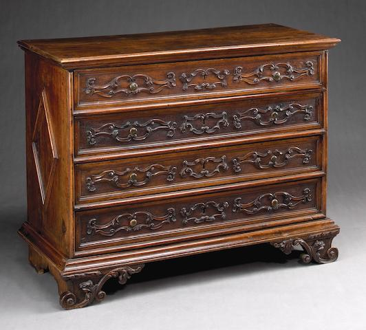 An Italian Baroque walnut chest of drawers @Late