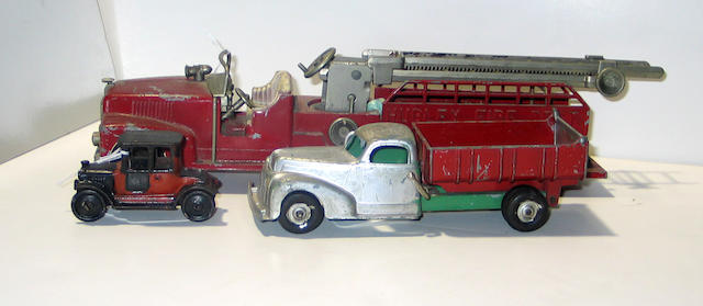 A group of Hubley/1930s cars, as-is (lot)