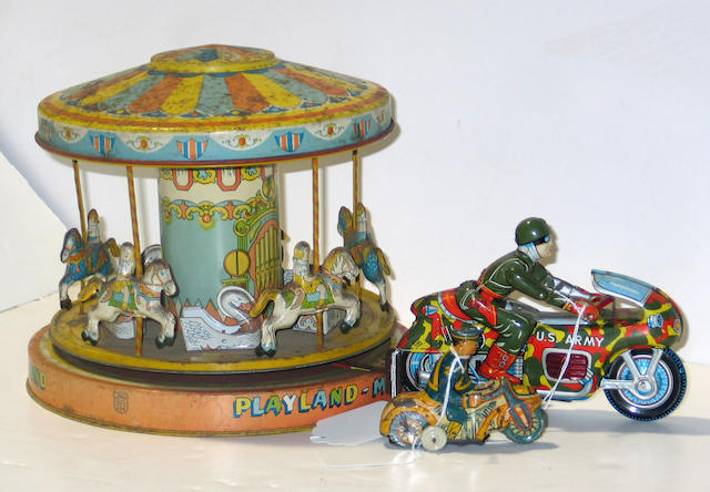 A grouping of tin lithographed toys 15