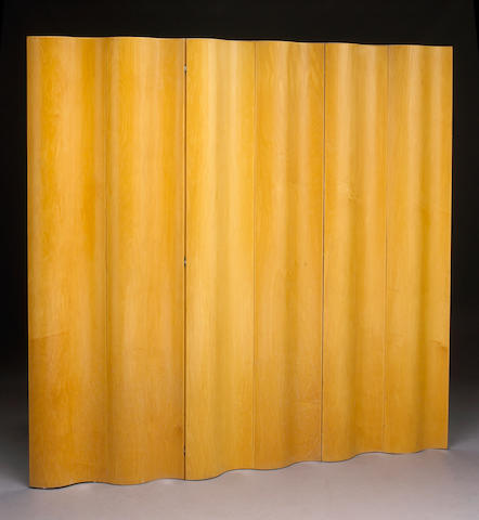 A six panel wood floor screen