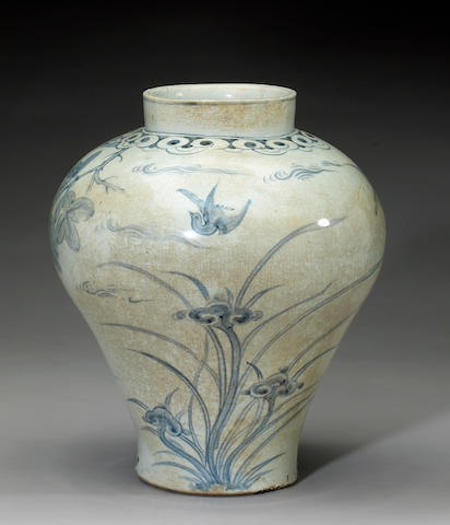 A fine blue and white porcelain storage jar <i>Joseon Dynasty,18th Century</i>