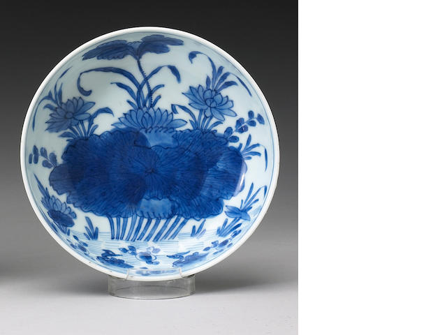 A blue and white porcelain deep dish <i>Transitional Period</i>