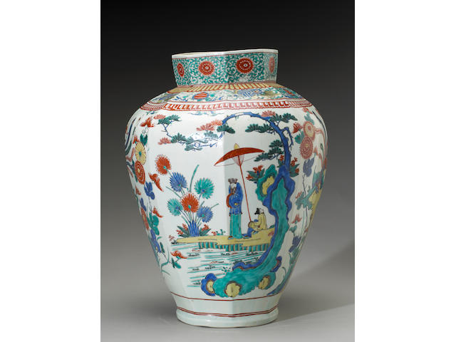 A large Kakiemon vase, 17th century