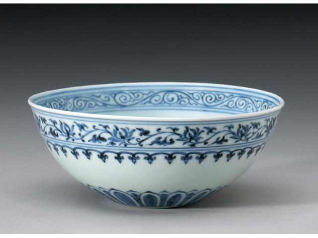 A fine and rare blue and white porcelain bowl (mantou xin wan) Six-character Xuande Mark and of the Period