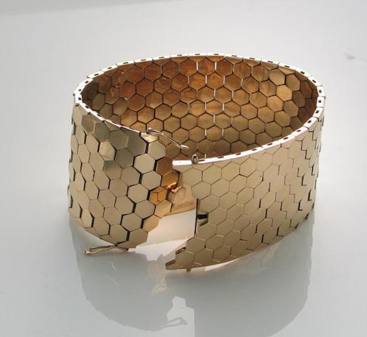 An 18k gold honeycomb link bracelet,