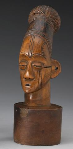 A Mangbetu figural honey box lid