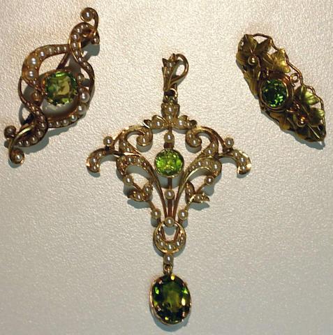 A group art nouveau peridot and gold jewelry