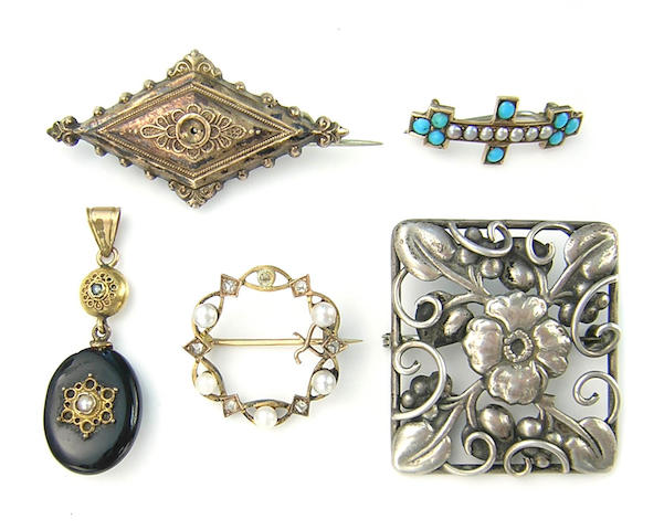A collection of diamond, pearl, turquoise, onyx, gold, silver and metal jewelry