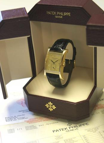 Patek Philippe. A fine and rare 18k gold limited edition rectangular wristwatchPagoda, Ref.5500, Case No.4013277, Movement No.1858455, made in 1997