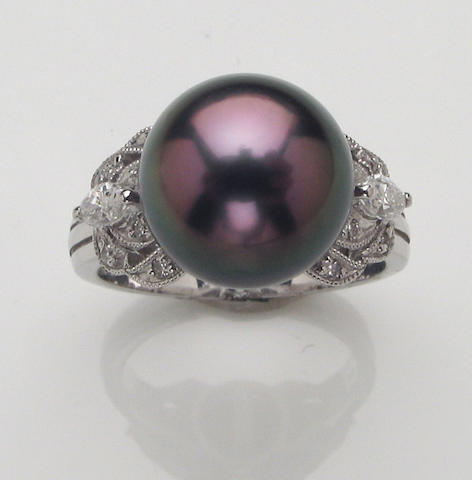 A black South Sea cultured pearl, diamond and 18k white gold ring