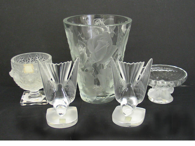An assembled group of six pieces of Lalique glass comprising: pair of bookends #11851 serre-livres Hirondelles; footed bowl #11051 coupe nogent; amber vase #1249700 Bougainvillier; footed vase #12265 Elizabeth and a vase #12239 Ispahan