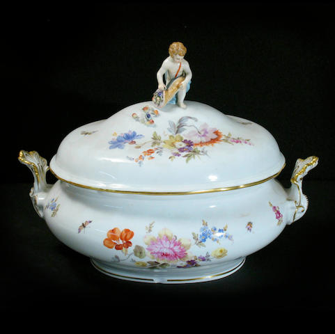 A Meissen porcelain tureen and cover
