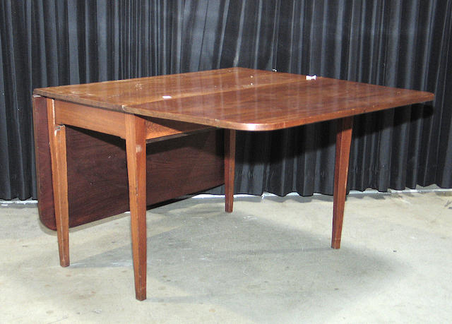 A George III mahogany drop leaf table