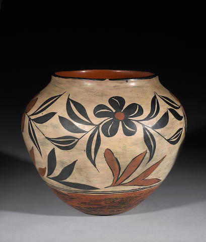 A Santo Domingo polychrome storage jar