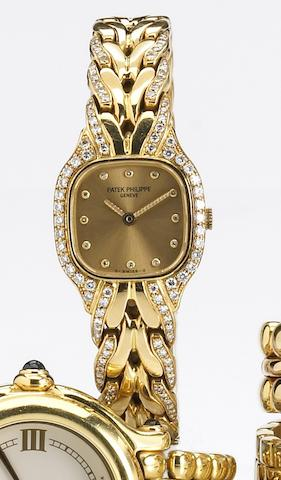 Patek Philippe. A fine lady's 18k gold and diamond set quartz bracelet watch with diamond set dialRef.4715, Case No.2844285, Movement No.1604914, 1980s