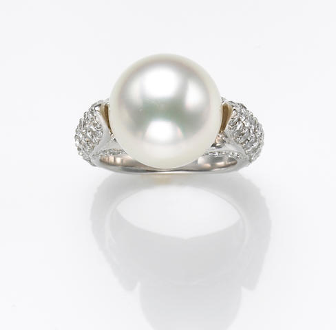 A South Sea cultured pearl, diamond and 18k white gold ring