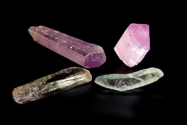 4 pcs Kunzite crystals.