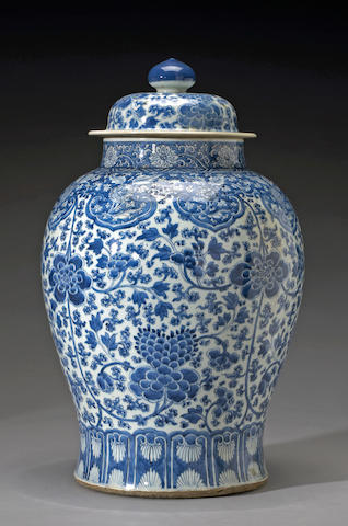 A large blue and white porcelain covered jar  Transitional Period, 17th Century