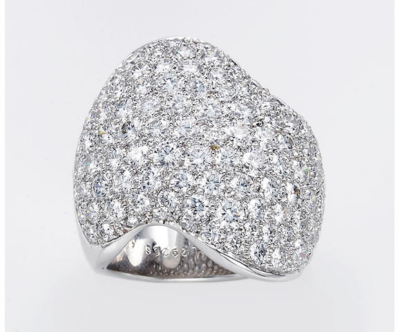 A diamond and eighteen karat white gold ring, Van Cleef & Arpels