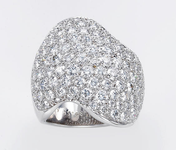 A diamond and eighteen karat white gold ring, Van Cleef & Arpels