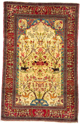 An Isphahan rug Central Persia, size approximately 4ft. 5in. x 7ft. 1in.