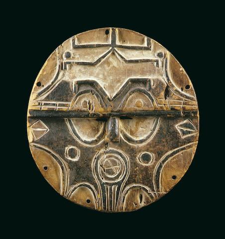 A Teke/Tsaye facemask
