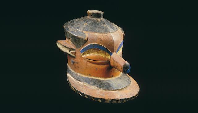 A Kasai Pende helmet mask