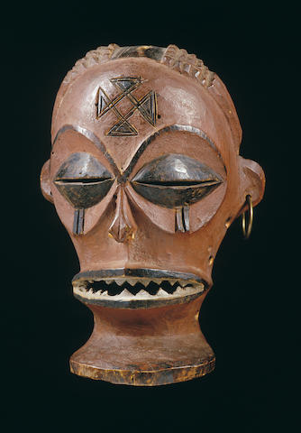 A Chokwe male facemask
