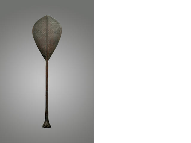 A superb dance paddle, <i>hoe</i>