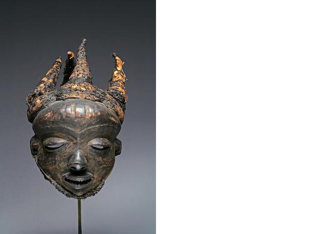 A Pende face mask