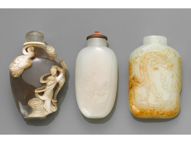 Two white jade and one agate snuff bottle
