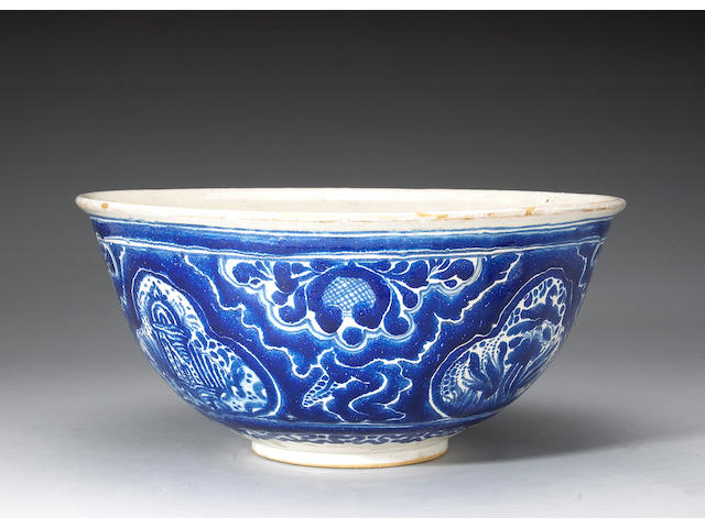 A fine large Mexican Talavera blue and white pottery bowl