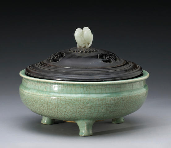 Chinese celadon urn(censer), crackle glazed on 3 supports, with wood cover with jade finial and stan