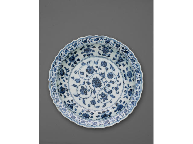 A good blue and white porcelain foliate rimmed deep dish Early Ming Dynasty