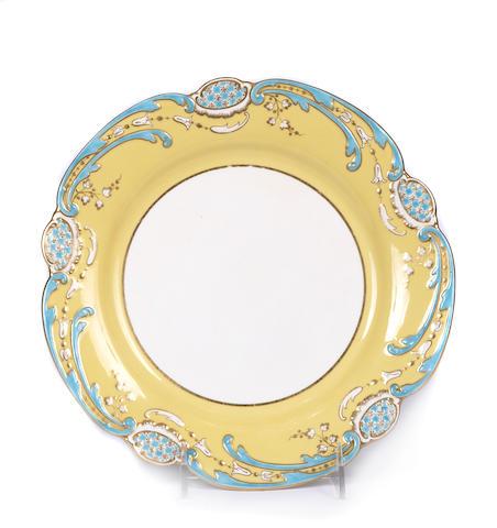 A set of twelve Mintons porcelain dinner plates