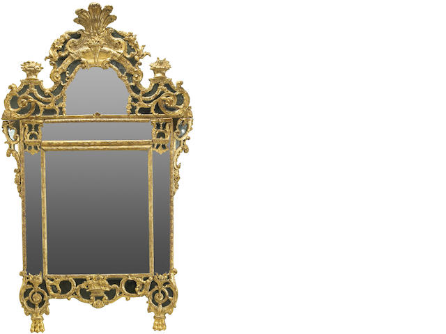 VOID: A good Régence carved giltwood mirror