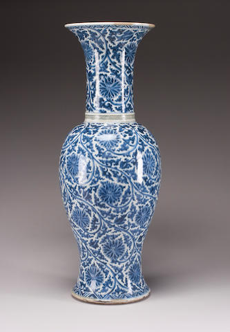 A Chinese blue and white porcelain rouleau vase