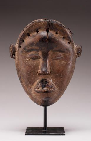 A Dan mask