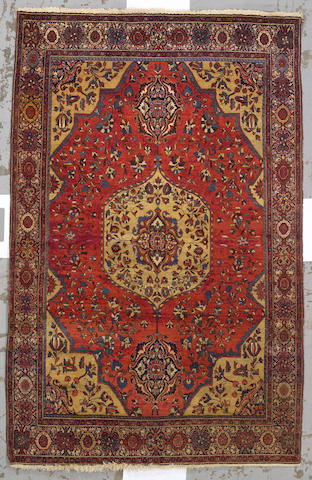 A Fereghan Sarouk rug Central Persia, size approximately 4ft. 3in. x 6ft. 7in.