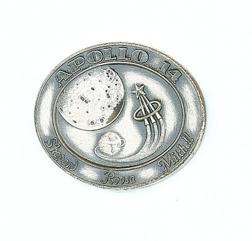 ROBBINS MEDALLION CARRIED ON APOLLO 14.