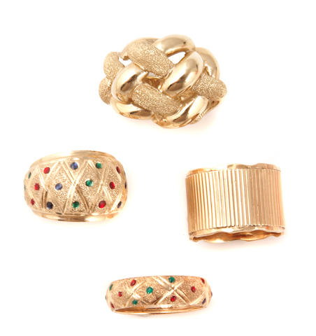 A collection of 17 gold rings and one pendant