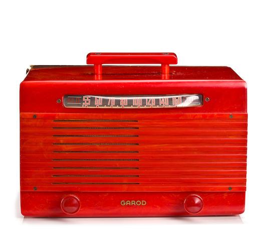 A Garod cherry red 6AU1 Commander Wraparound radio circa 1945