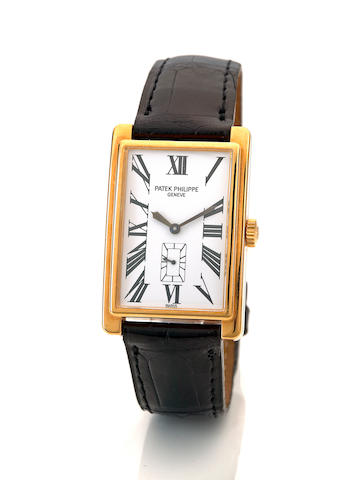 Patek Philippe. A fine 18K gold rectangular wristwatch Gondolo, Ref. 5009J-010, movement no. 1860550, sold in 2000