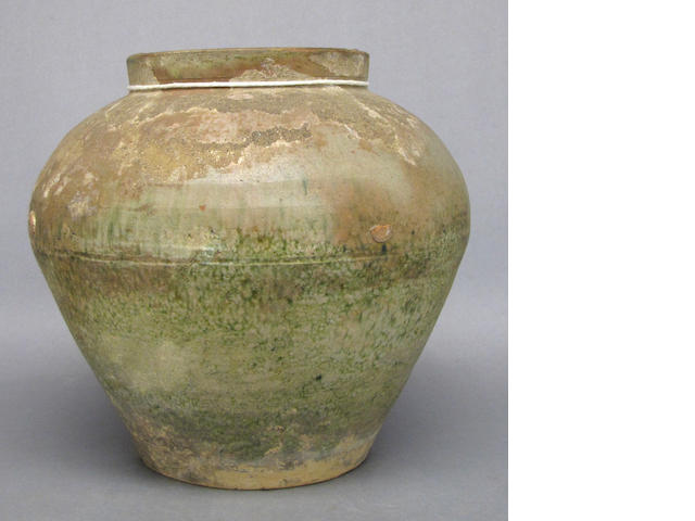 A small iridescemt green glaze jar, Han Dynasty