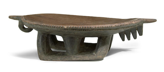 A Vanuatu ceremonial dish height 5 1/2in