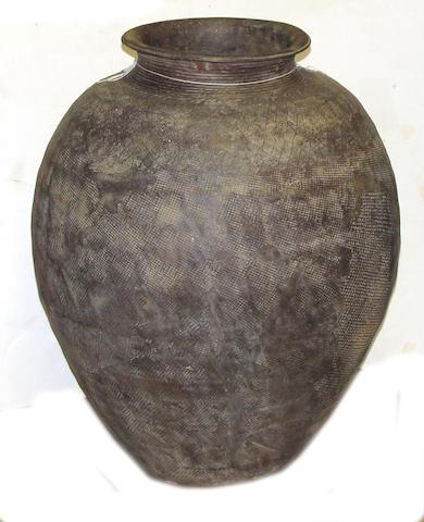 A larege Eastern Zhou style gray pottery jar