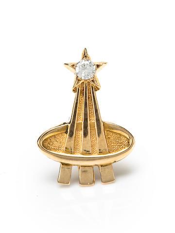 The Deke Slayton lapel pin, gold, inset diamond