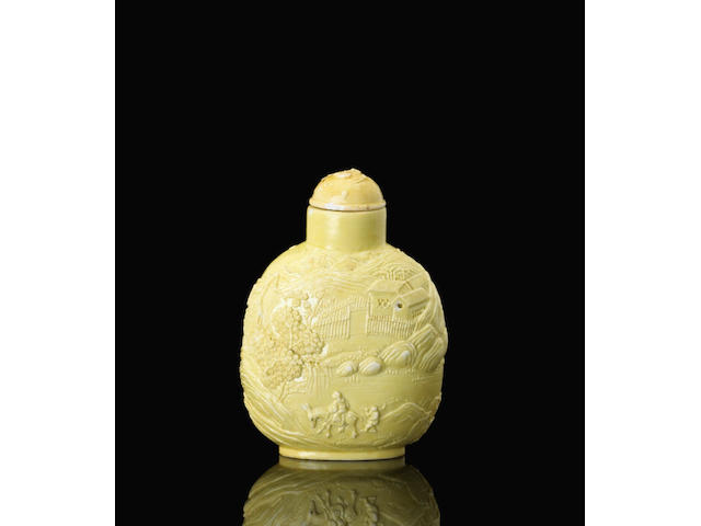 A yellow glazed porcelain bottle with molded and carved decoration 瓷胎黃釉浮雕孟浩然踏雪尋梅鼻煙壺 Xinquan, Jingdezhen, dated 1824