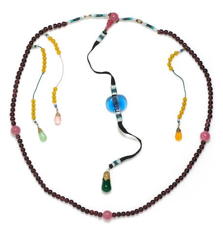 A purple and rose glass bead court necklace