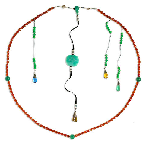 A green and amber glass bead court necklace